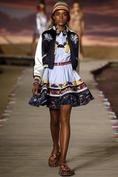 See the complete Tommy Hilfiger Spring 2016 Ready-to-Wear collection.