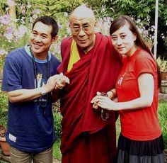 Jet Li and his wife meet His Holiness the Dalai Lama Jet Li, Martial Arts Movies, Martial Artists, Actrices Sexy, Romantic Comedy Movies, Cinema, Dalai Lama, Documentary Film, Bruce Lee