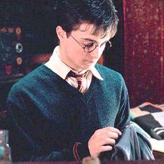 Pinterest: us_nilep Harry Potter Twins, Harry James Potter, Harry Potter Tumblr, Harry Potter Pictures, Harry Potter Aesthetic, Harry Potter Hermione, Harry Potter Characters, Harry Potter Fandom, Harry Potter World