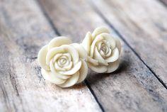 I want these earrings... so pretty.