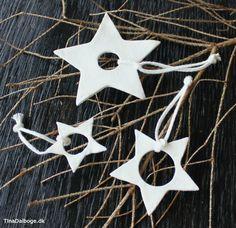 Hjemmelavet moderne julepynt. Stjerner lavet af hvidt ler. Køb materialer i kreahobshop.dk