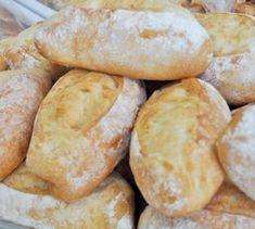 Receitas de Pão Português (9) Portuguese Sweet Bread, Portuguese Desserts, Portuguese Recipes, No Salt Recipes, Sweet Recipes, Baking Recipes, Baguette, English Food, Fresh Bread