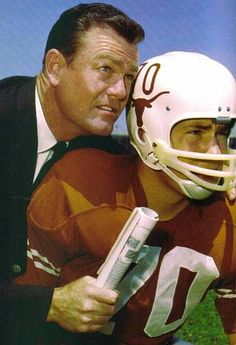 University of Texas confirms ex-football coach Darrell Royal has died in Austin at age 88 University Of Texas Football, Texas Longhorns Football, College Football Players, Ut Longhorns, Ohio State Football, School Football, American Football, State University, Texas Forever
