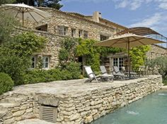 Gordes, vue panoramique Département : Vaucluse (84) Nombre de couchages : 8 Nombre de chambres : 5