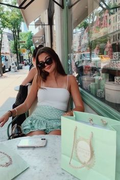 Discover recipes, home ideas, style inspiration and other ideas to try. Rachel Green Outfits, Cute Poses For Pictures, Cute Photos, Travel Pictures Poses, Lake Pictures, Travel Pics, Shotting Photo, Foto Casual, Solo Pics
