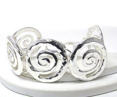 WHOLESALE METAL ROUND HAMMERED SNAIL DESIGN PATERN MAGNETIC BRACELET JEWELRY MAX