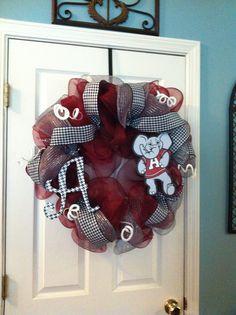 Alabama Wreath! Alabama Crafts, Alabama Wreaths, Wreath Ideas, Diy Wreath, Door Wreaths, Southern Signs, Crafts To Make, Diy Crafts, Football Crafts