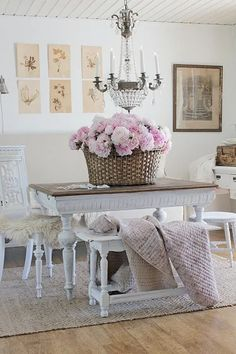 Vintage Baskets and Charming Ways to Display Them Cottage Shabby Chic, Shabby Chic Cabinet, Shabby Chic Dining Room, French Country Dining Room, Shabby Chic Interiors, Shabby Chic Bedrooms, Shabby Chic Kitchen, Shabby Chic Homes, Shabby Chic Furniture