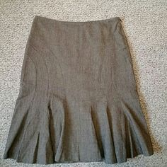 Club Monaco Skirt Look ultra chic in this brown fitted skirt with flared hem. Zippered side closure. Business style that is sexy yet professional. Club Monaco Skirts
