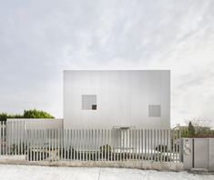 Single Family House is a minimal residence located in Sant Cugat del Vallès, Spain, designed by Arquitecturia Minimalist Architecture, Contemporary Architecture, Residential Architecture, Box Architecture, Arquitectura Wallpaper, Patio Interior, Thinking Outside The Box, Cladding, Windows And Doors