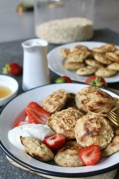 Havermout poffertjes – Food And Drink Healthy Breakfast Recipes, Healthy Baking, Healthy Drinks, Healthy Snacks, Healthy Recipes, Breakfast Menu, World Recipes, Gourmet Recipes, Crepes