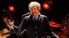 Bob Dylan heeft deze week een Nobelprijs Literatuur gewonnen. Hij kon zelf niet naar de uitreikingsceremonie komen in Oslo, maar hij voelde zich wel vereerd en dat liet hij weten in een boodschap dat zaterdag werd voor gelezen door Amerikaanse ambassadrice in Zweden.