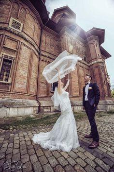 Bride and groom at the church | Sorin Careba Photography  Mire si mireasa la biserica | Fotograf Sorin Careba