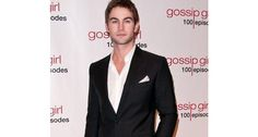 Celebrating the Gossip Girl 100th episode, Chace Crawford works a gorgeous open necked shirt and blazer on the red carpet.