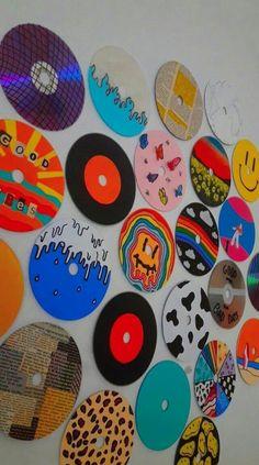 Convierte tu pared en un collage para tus selfies Cd Wall Art, Cd Art, Wall Collage, Indie Room Decor, Cute Bedroom Decor, Mini Canvas Art, Diy Canvas, Wallpaper Collage, Cd Crafts