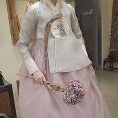The Dan Women – Page 2 – Hanbok The Dan ‧ Made with ♥ Korean Traditional Dress, Traditional Wedding Dresses, Traditional Fashion, Traditional Outfits, Korean Dress, Korean Outfits, Korea Fashion, Girl Fashion, Hanbok Wedding