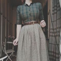 fall outfit し automne style subtle colors allure chemisier blouse long jupe sk. fall outfit し automne style subtle colors allure chemisier blouse long jupe skirt Source by packartist Vintage Rock, Mode Vintage, Vintage Style, Retro Style, Trendy Style, Vintage Winter, Retro Vintage, 40s Style, Trendy Hair