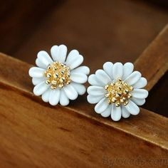 <3 Gorgeous White Daisy Earrings with Gold Beads <3