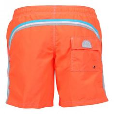 FLUO ORANGE ELASTIC WAIST LONG SWIM SHORTS WITH RAINBOW BANDS Fluo orange long boardshorts with the three classic rainbow bands on the back. Elastic waistband with adjustable drawstring. Internal mesh. Two front pockets. A Velcro back pocket. Sundek logo applied on the back. COMPOSITION: 100% POLYESTER. Our model wears size M he is 189 cm tall and weighs 86 Kg.