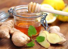 Le gingembre est un ingrédient efficace pour lutter contre le rhume. Le citron, quant à lui, a des effets antiseptiques et une concentration en vitamine C qui permet de stimuler les défenses immunitaires. Grâce à ses pouvoirs antiseptiques, le miel aide aussi à soulager le rhume. La combinaison de ces trois ingrédients extraordinaires dans une infusion vous rendra la vie plus douce... Pickles, Cucumber, Natural Remedies, Honey, Health, Food, Solution, Hygiene, Autumn Inspiration