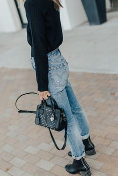 dolce vita boots, styling denim, denim style, street style, styling black handbag, Levi jeans, styling Levi jeans, black sweater, styling black sweater, black sweater style, styling booties, styling black booties