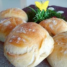 Superleckere Weizenbrötchen :: Bella-cooks-and-travels This absolutely meeeeegaaaaa delicious, fluffy, crispy wheat buns had … - Pumpkin Dessert Pampered Chef, Bread Recipes, Cooking Recipes, German Bread, Bun Recipe, Rolls Recipe, Pumpkin Dessert, Foodie Travel, Food Inspiration