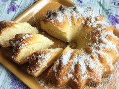 Velmi chutná a šťavnatá kokosová raffaello bábovka z hrnečku   NejRecept.cz Banana Split, Food Art, Doughnut, French Toast, Cheesecake, Food And Drink, Cookies, Breakfast, Desserts