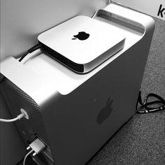 Mac mini & Mac Pro. É uma pena apenas que não tenha entrada para leitor de DVD. Mesmo assim, o Mac Mini é fantástico!