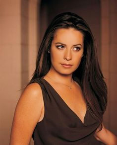 "In honor of December 3 being the birthday of Holly Marie Combs, here is a slideshow composed of photos of the ""Pretty Little Liars"" and former ""Charmed"" star. Brunette Actresses, Hot Actresses, Beautiful Actresses, Beautiful Celebrities, Hollywood Actresses, Piper Charmed, Charmed Sisters, Charmed Tv, Holly Marie Combs"