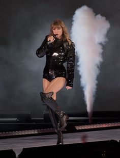 😍😍 HQ pics from the Reputation Tour Celebrity Boots, Celebrity Style, Taylor Swift Hot, Swift 3, Taylor Swift Wallpaper, Taylor Swift Pictures, In Pantyhose, Celebs, Celebrities