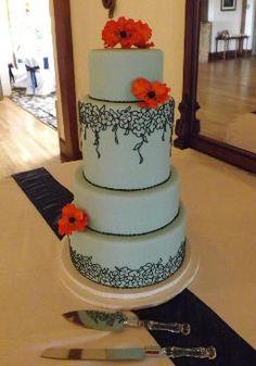 Azul claro y naranja se combinan en esta torta de bodas