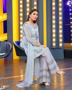 Ayeza Khan Dolled Up in Styled by on an Eid Show Recording ⚡ ✨ Simple Pakistani Dresses, Pakistani Dress Design, Pakistani Outfits, Indian Dresses, Indian Outfits, Pakistani Party Wear, Pakistani Couture, Short Frocks, Ayeza Khan