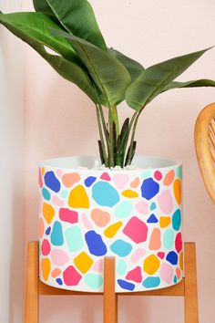 DIY Terrazzo Stand Planter- Sometimes when you make a craft you realize that the same technique can be applied to many different surfaces. For example, last week I shared a fun terrazzo heart that I made using adhesive vinyl. Painted Plant Pots, Painted Flower Pots, Terrazzo, Ikea Planters, Fall Planters, Garden Planters, Home Crafts, Diy And Crafts, Pottery Painting Designs