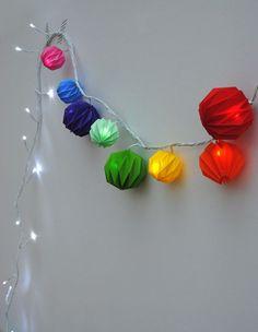 DiY guirlande lampion façon origami - garland origami diy by Mini-eco Diy Origami, Origami And Kirigami, Origami Paper Art, Diy Paper, Paper Crafting, Origami Ideas, Christmas Origami, Christmas Countdown, Christmas Crafts