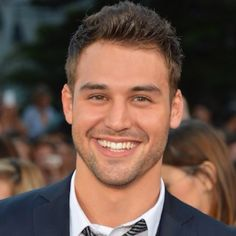 My New BF Ryan Guzman at the 'Step Up Revolution' Premiere and Shirtless for Just Jared Ryan Guzman, Beautiful Men Faces, Gorgeous Men, Short Hair Man, Step Up Movies, Celebrity Smiles, Celebrity Photos, Celebrity Dads, Step Up Revolution