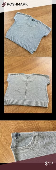 Banana Republic short sleeve Knit Tee Metallic silver short sleeve chain Knit Tee. This is a gently used item as reflected in the price. Great for pairing with jeans or shorts. 80% cotton/16%nylon/4%metallic. Sits at the waist. Banana Republic Tops Tees - Short Sleeve