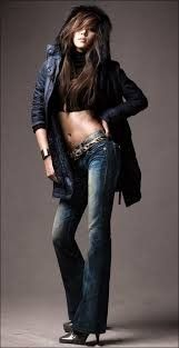 The beauty that is Son Dambi stands at 5 feet and 7 inches. The solo singer was dubbed the female Rain before her debut in 2007. Most recognized for her amazing figure and dance skills, Son Dambi has also dabbled in the world of acting, making her debut as an actress in the SBS drama, Dream, co-starring along side Joon Jin Mo and Kim Bum.
