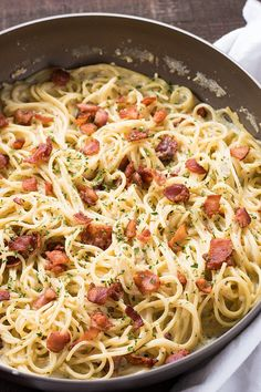 One Pan Bacon Ranch Garlic Parmesan Pasta is an easy and satisfying one pot pasta meal that the whole family will love! Creamy garlic parmesan spaghetti is loaded up with even more mouthwatering flavor with the addition of crisp bacon and savory ranch! Pastas Recipes, Pasta Dinner Recipes, Spaghetti Recipes, Healthy Dinner Recipes, Bacon Pasta Recipes, Pasta With Bacon, Parmesan Recipes, Recipes With Bacon Dinner, Angel Hair Pasta Recipes