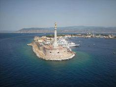 Sicily. Stretto di Messina e la statua della Madonna Della Lettera. Foto di Pino Panarello.