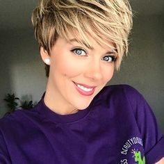 20 Layered Short Haircuts for Women - The UnderCut - 20 Layered Short Haircuts for Women. Sometimes women want to spice up their life and in order to achieve some freshness, they opt for new hairstyles. Very Easy Hairstyles, Pixie Hairstyles, Pixie Haircut, Summer Hairstyles, Layered Hairstyles, Short Hair With Layers, Short Hair Cuts For Women, Short Hair Styles, Crop Hair