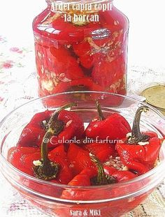Ardei capia copti la borcan ~ Culorile din farfurie New Recipes, Vegetarian Recipes, Cooking Recipes, European Dishes, Canning Pickles, Good Food, Yummy Food, Romanian Food, Romanian Recipes
