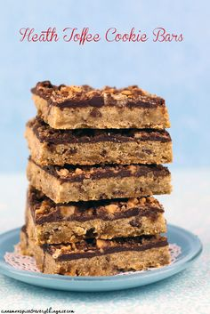 HEATH TOFFEE BARS 1 cup butter, softened 1 cup packed brown sugar 1 teaspoon vanilla 2 egg yolks 2 cups all-purpose flour teaspoon salt 8 ounces Heath milk chocolate toffee bits, divided 1 cup milk or semi-sweet chocolate chips Cookie Desserts, Just Desserts, Cookie Recipes, Delicious Desserts, Dessert Recipes, Yummy Food, Bar Recipes, Family Recipes, Yummy Yummy