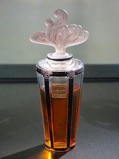 Perfume bottles according to René Lalique Lalique Museum Wingen-sur-Moder Lalique Perfume Bottle, Antique Perfume Bottles, Vintage Perfume Bottles, Art Nouveau, Art Deco, Perfumes Vintage, Perfume Recipes, Clean Perfume, Beautiful Perfume