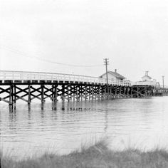 Outer Banks Throwback :: Can you believe the Wright Memorial Bridge that connects the mainland North Carolina to Kitty Hawk used to look like this?