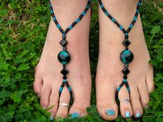 Black with Teal Swirl Barefoot Sandals, Slave Anklet, foot jewelry, ankle bracelet with toe ring via Etsy Foot Bracelet, Slave Bracelet, Ankle Jewelry, Ankle Bracelets, Diy Toe Rings, Toe Ring Designs, Gold Bar Earrings, Beaded Sandals, Outfit Trends