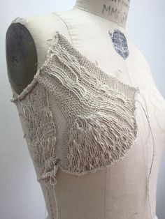Contemporary knitwear design development with structured knit construction for fashion; knitted textures (no real source for this) Knitting Stitches, Knitting Designs, Knitting Projects, Hand Knitting, Knitwear Fashion, Knit Fashion, Textiles, Peau Lainee, Design Textile