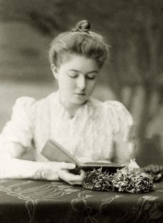 A blog about Crown Princess Margaret of Sweden (1882-1920), a British born Princess who died far too...