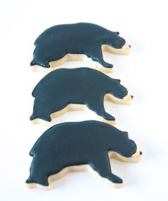three black bear decorated cookies Bear Cookies, Cut Out Cookies, Iced Cookies, Cute Cookies, Cookie Frosting, Royal Icing Cookies, Christmas Treats, Christmas Cookies, Bear Wedding