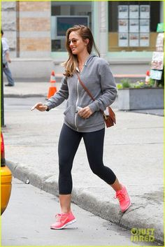 minka kelly workout wear + nike free run hot punch nikes, tiffany blue nikes, neon nikes, volt nikes, pink nikes are all popular for womens in summer Nike Free 3.0, Nike Free Shoes, Minka Kelly, Nike Air Max 2011, Air Max 90, Nike Workout, Workout Wear, Workout Outfits, Workout Attire