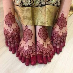 🤭😅 trowback ❤️ henna jln masjid india by kumari Dulhan Mehndi Designs, Mehandi Designs, Mehndi Designs Feet, Mehndi Designs Book, Legs Mehndi Design, Mehndi Designs For Girls, Mehndi Design Photos, Unique Mehndi Designs, Beautiful Henna Designs